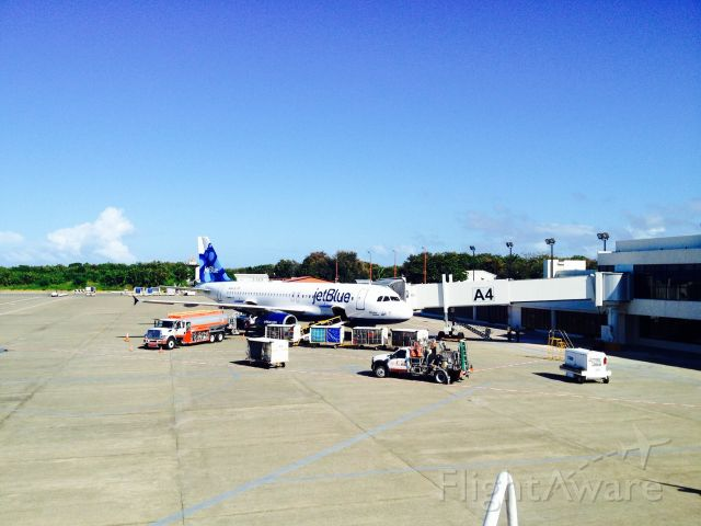 Airbus A320 (N658JB) - JetBlue A320 PARKING AT THE GATE A4 AT MDPP AIRPORT!