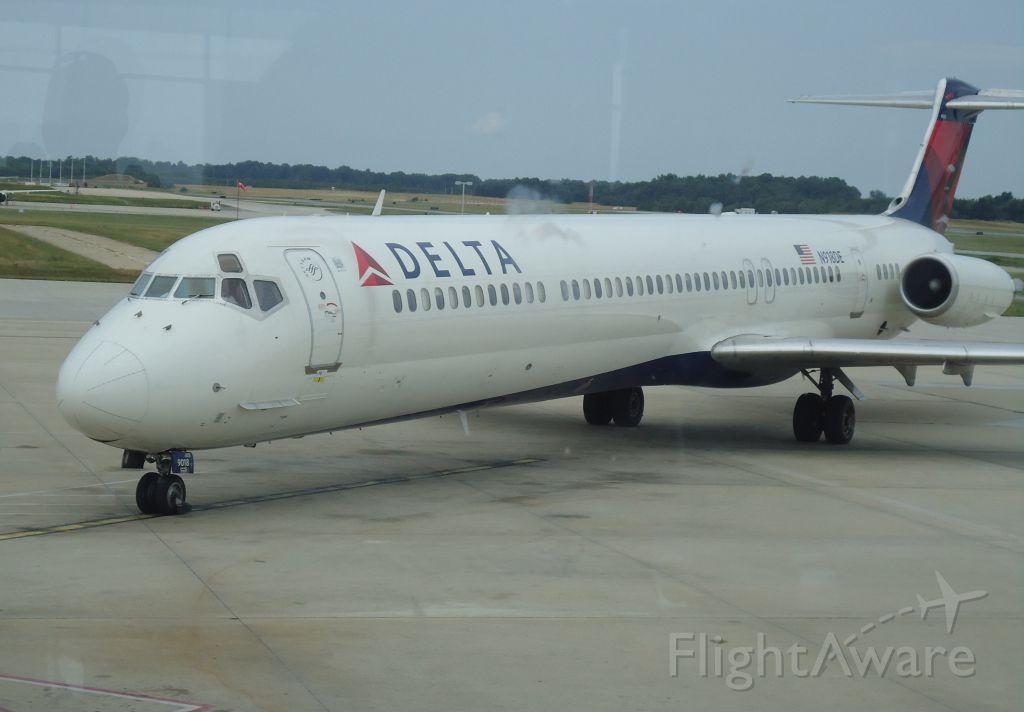 McDonnell Douglas MD-88 (N918DE) - My plane back to ATL