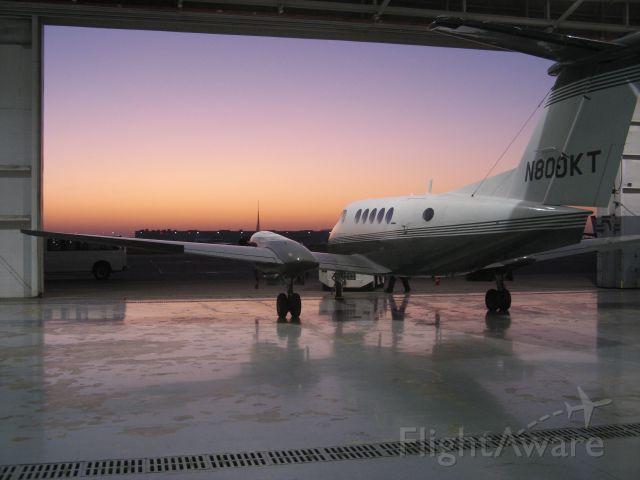 Beechcraft Super King Air 200 (N800KT)