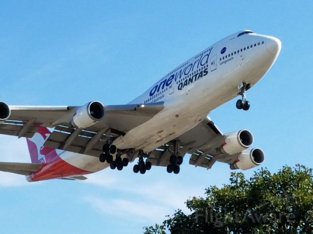 Boeing 747-200 — - QANTAS One World livery on final approach to 24R at LAX on December 17th