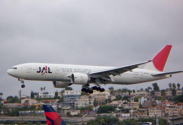 Boeing 777-200 (JA704J) - JAL flying 777