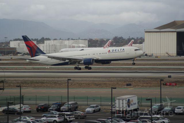 BOEING 767-300 (N127DL) - Delta Airlines B767-332 cn24077