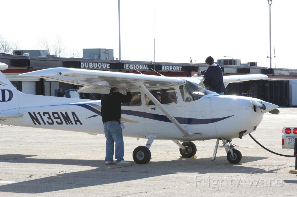 Cessna Skyhawk (N139MA)