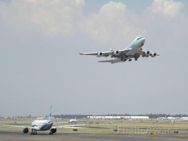 Boeing 747-400 (B-HKV) - takeoff of the 23R