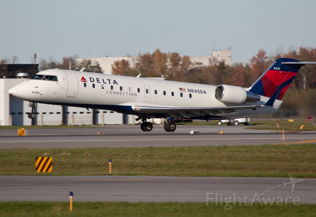 Canadair Regional Jet CRJ-200 (N8458A) - Take off RW28.