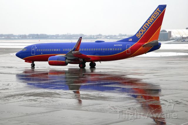 Boeing 737-700 (N225WN) - Cold, gloomy day at Chicago Midway