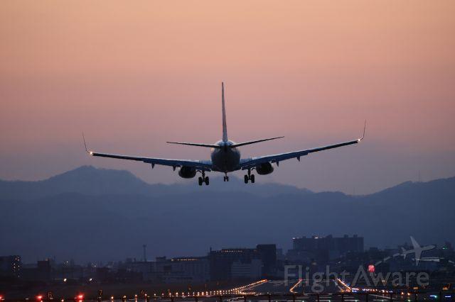 Boeing 737-800 (JA303J) - April 15th 2021:HND-HKD.
