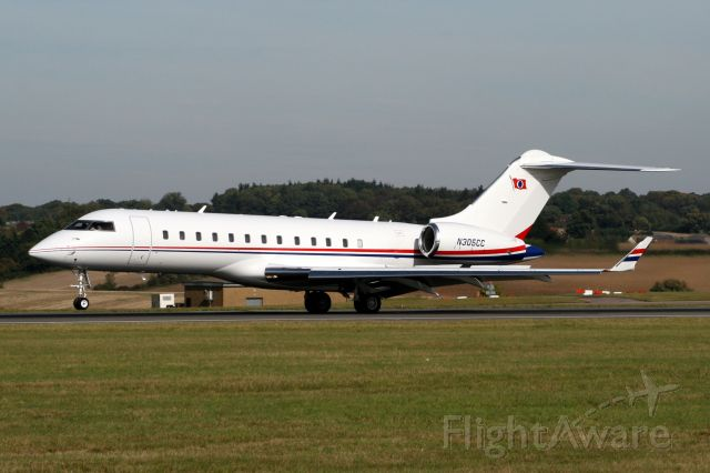 Bombardier Global Express (N305CC) - Touching down on rwy 26 arriving from LFPB.