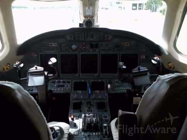 Cessna Citation X (N998QS) - Cockpit view of N998QS (C750).