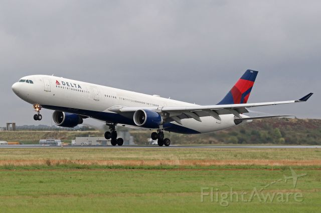 Airbus A330-300 (N815NW)