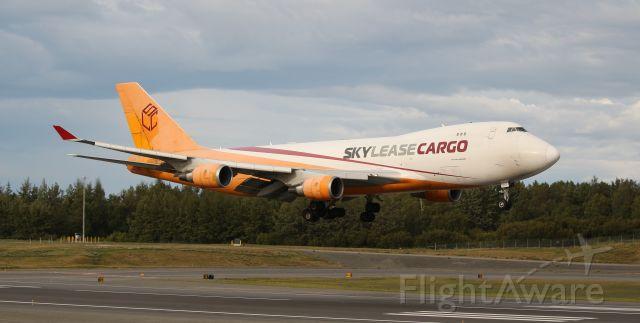 Boeing 747-400 (N904AR) - This bird needs a bath.