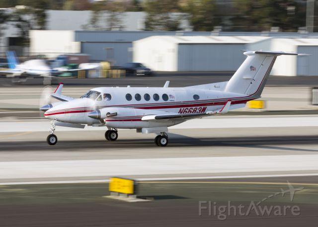 Beechcraft Super King Air 200 (N6683W)
