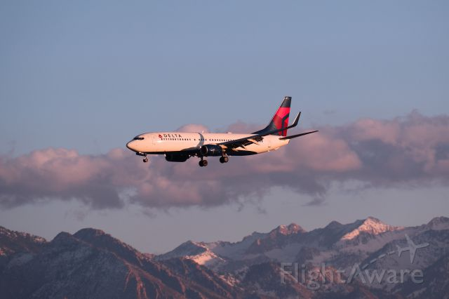 Boeing 737-700 — - Delta Air Lines Flight 1208 on a short final to KSLC from KPDX on 06 Dec 2014.