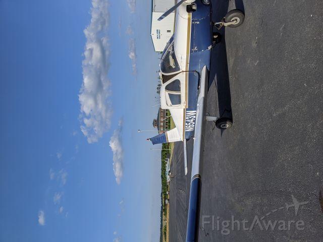 Piper Cherokee (N6543W) - Fueling at KVUJ
