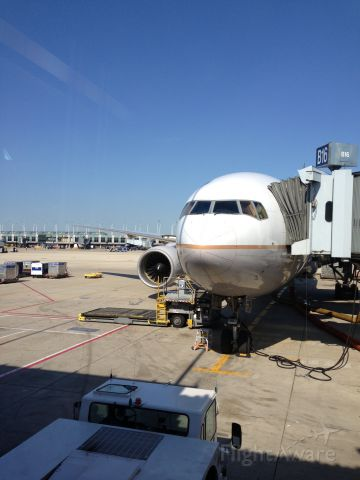Boeing 777-200 — - A United 777-200 at the gate in Chicago.