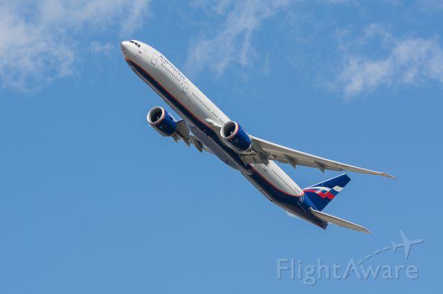 Boeing 777-200 — - take of