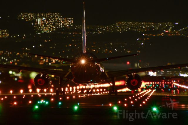 Boeing 777-200 (JA707A)