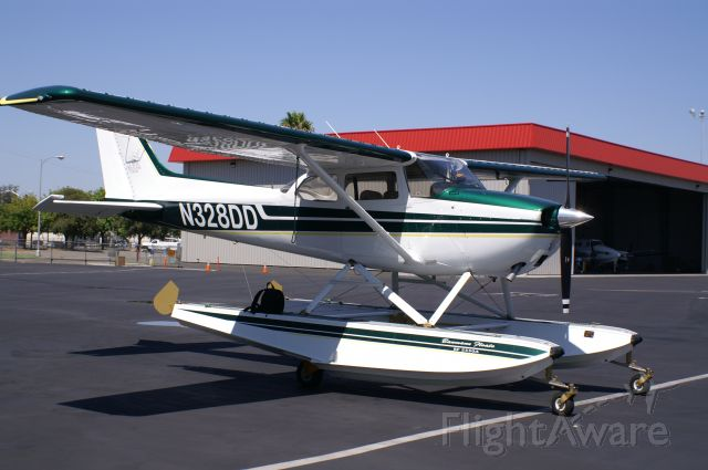 Cessna Skyhawk (N328DD)