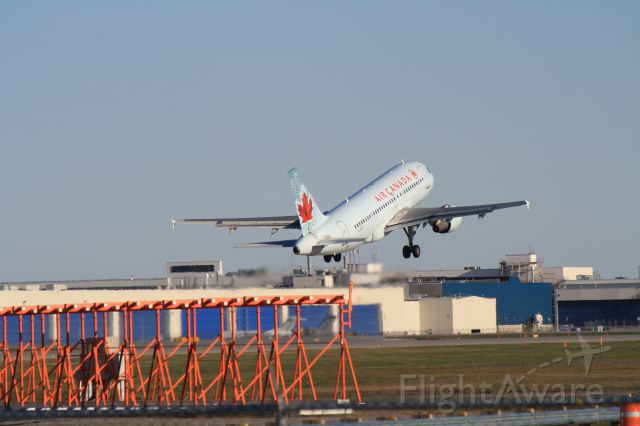 Airbus A319 (C-GARG) - Departing Montreal-Trudeau on 06R