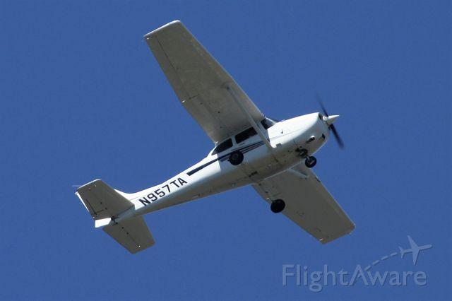 Cessna Skylane (N957TA) - Over Mercer Island, WA