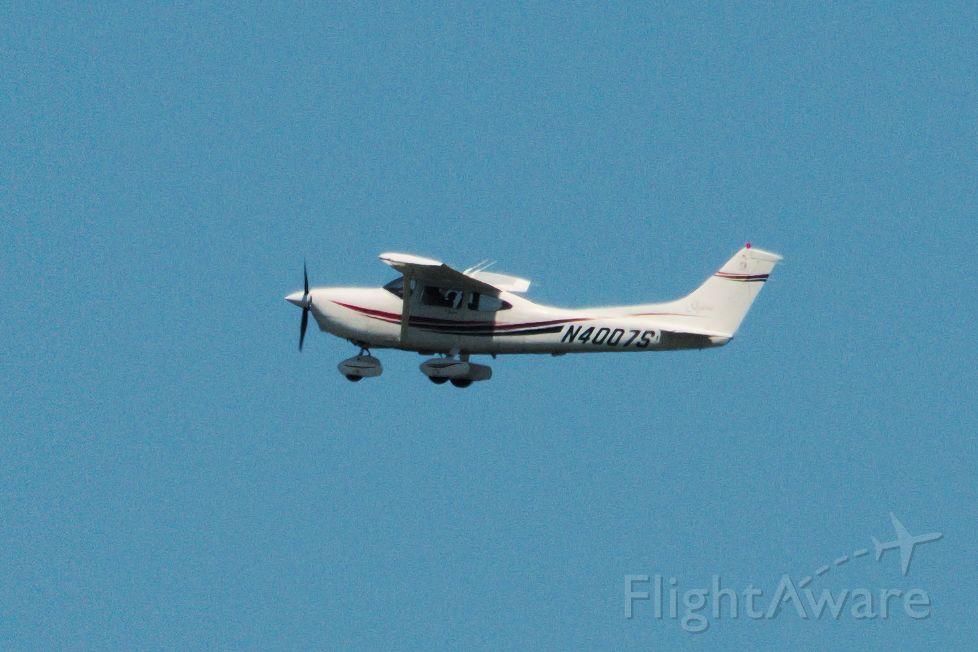 Cessna Skylane (N4007S) - Taken at W75