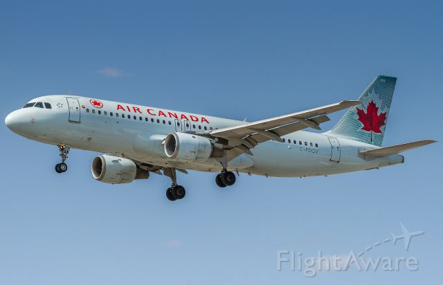 Airbus A320 (C-FDQV) - ACA138 arrives from Calgary
