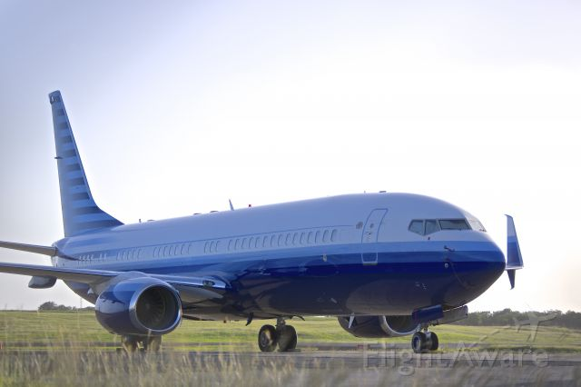 Boeing 737-700 (N737M) - Enjoying the island sun....