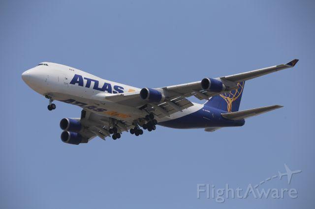 Boeing 747-400 (N409MC)