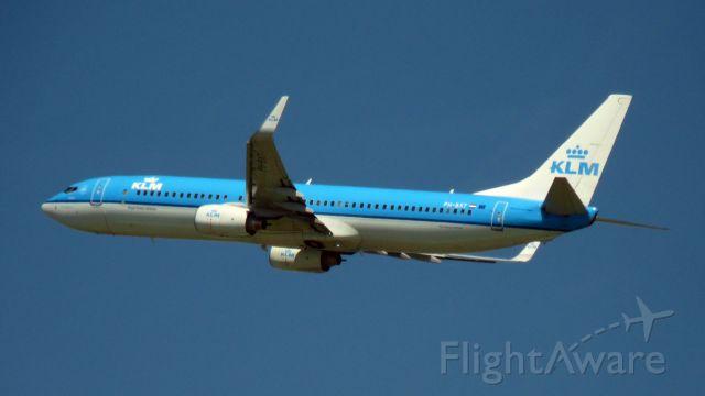 Boeing 737-900 (PH-BXT) - Boeing 737-9K2 taking off from Heathrow.