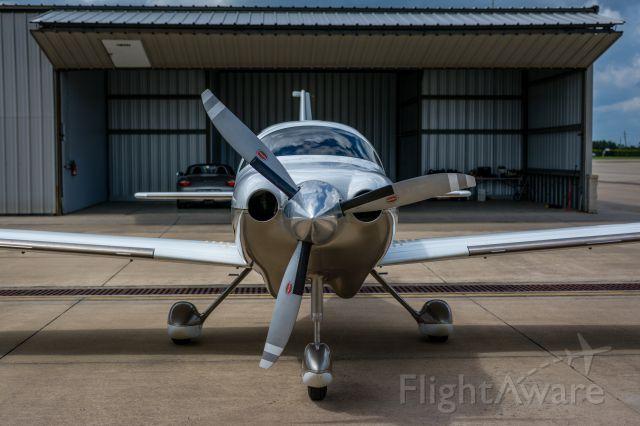Cessna 350 (N1382V)