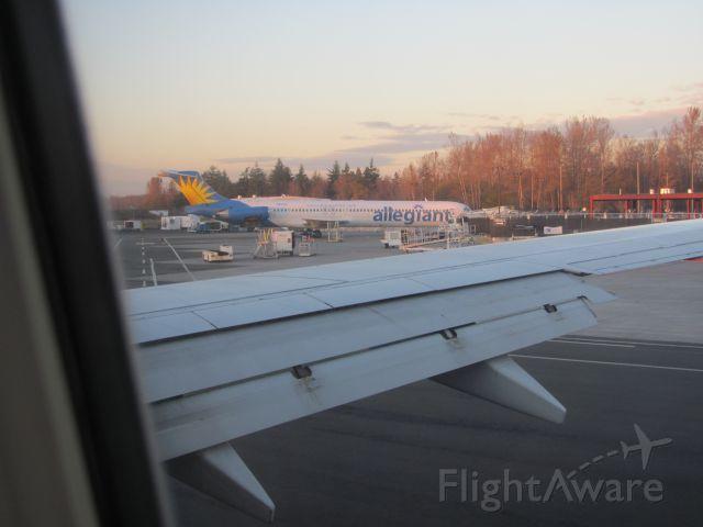 McDonnell Douglas MD-83 —