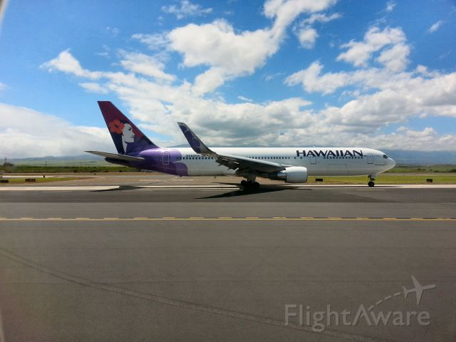BOEING 767-300 (N582HA) - HAL-46 taxing for departure at OGG / PHOG Kahului, Maui.  Departing for KSJC 21 May 2016