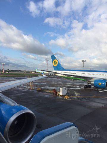 — — - Аэропорт имени Ислама Каримова (Ташкент, 2017). Boeing-757.