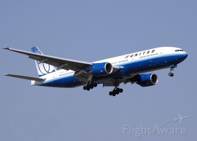 Boeing 777-200 (N772UA) - Landing at London Heathrow