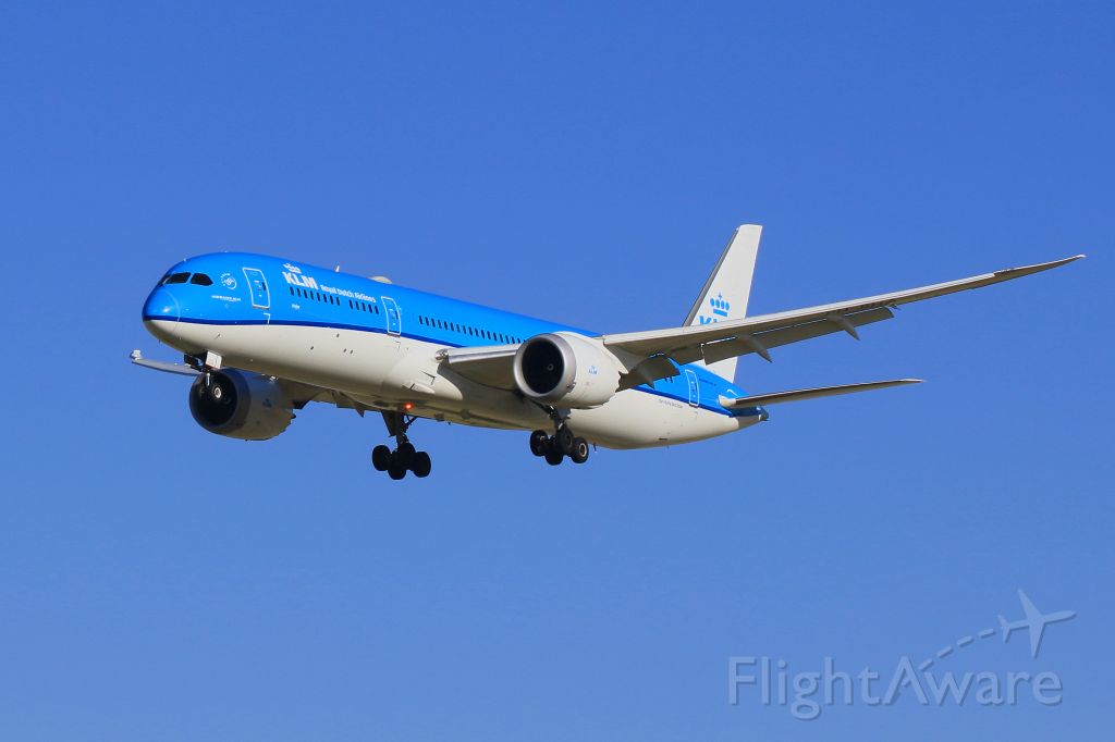 Boeing 787-8 (PH-BHA) - Final for 34R