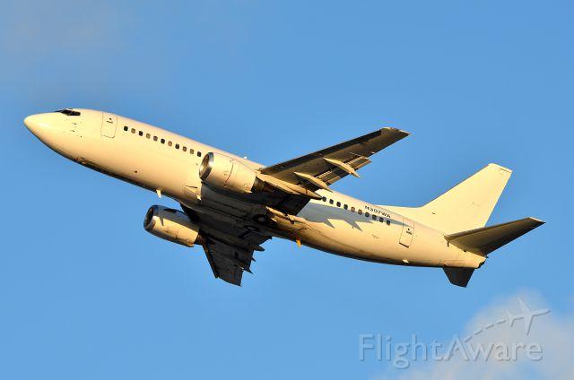 BOEING 737-300 (N307WA)