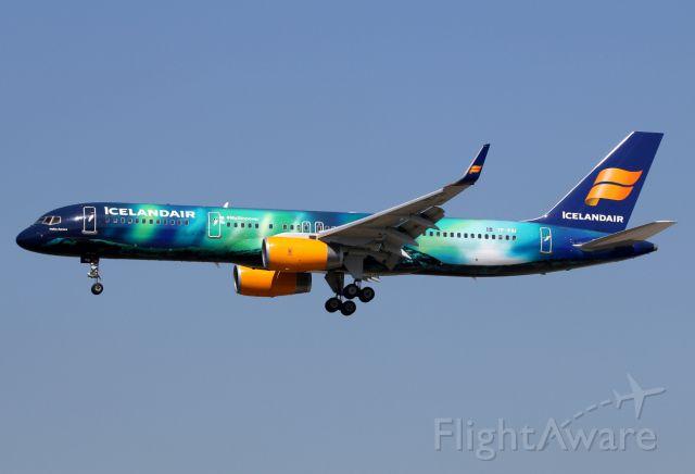 Boeing 757-200 (TF-FIU)