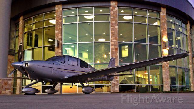 Cirrus SR-22 (N131TX) - Henriksen Jet Center