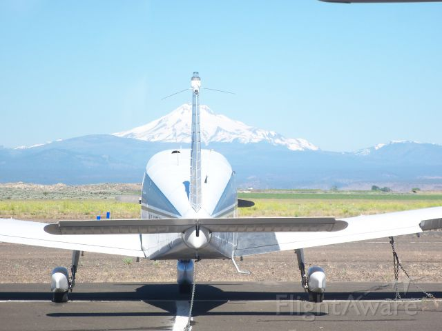 Piper Cherokee — - note Mt Jefferson in the background