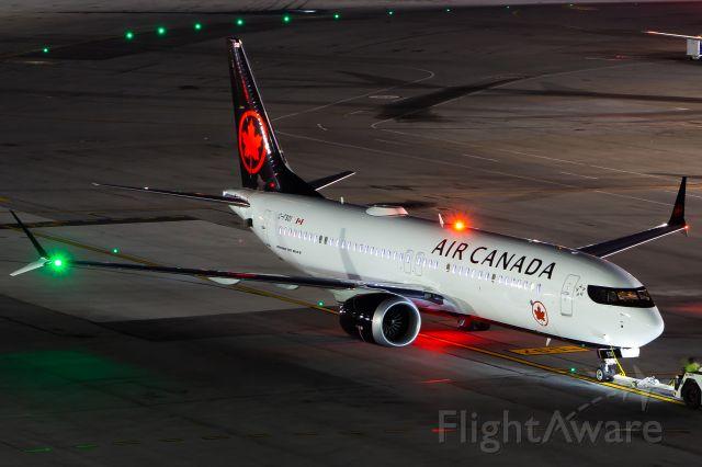 Boeing 737 MAX 8 (C-FSOI)