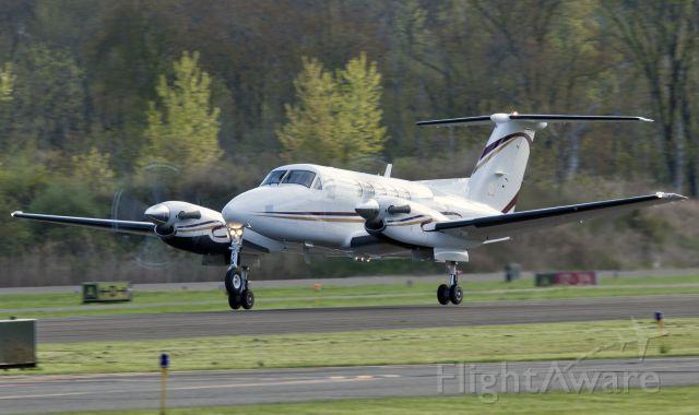 Beechcraft Super King Air 200 (N351CB) - Take off RW26.