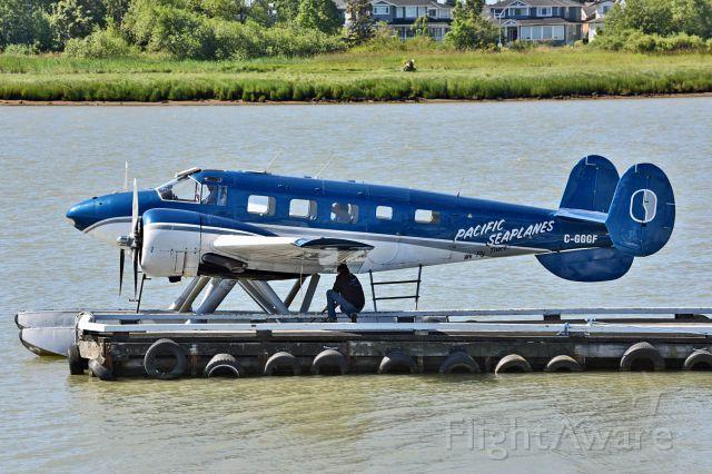 Piper Cheyenne 400 (C-GGGF) - Beech 3NM