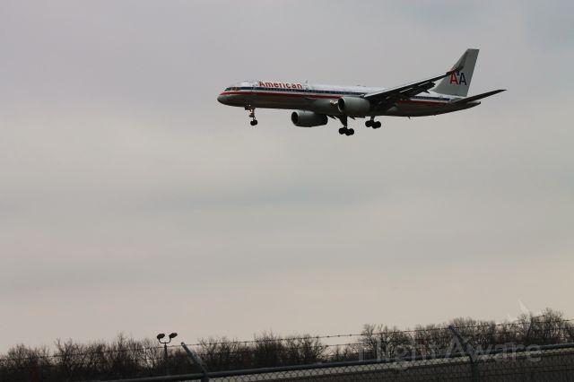 Boeing 757-200 (N697AN)