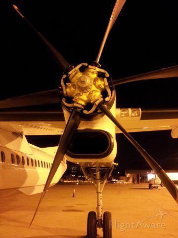 de Havilland Dash 8-400 (N356NG) - Closer look to the Turbo-prop