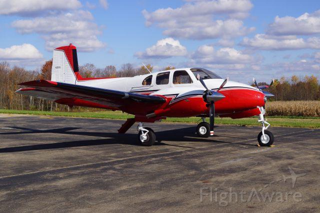 Beechcraft Twin Bonanza (N261B)