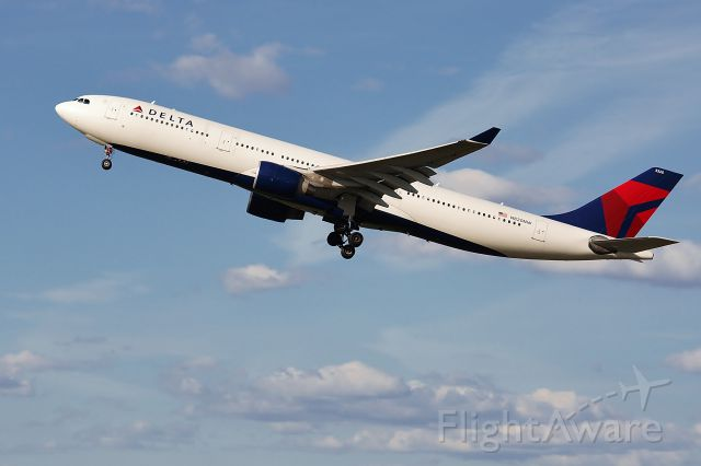 Airbus A330-300 (N820NW) - Blast off of 33L on FlightAware.Com !