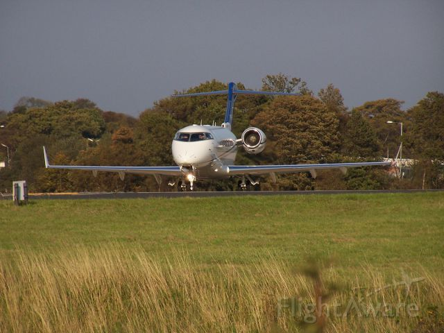 Bombardier Challenger 300 (VP-CPF)