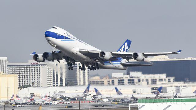 Boeing 747-400 (JA06KZ) - Bomb shot i took yesterday