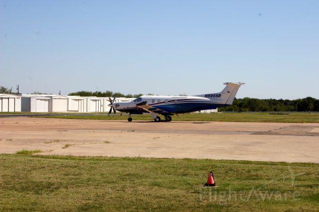 Pilatus PC-12 (N5955R) - Sitting on the transient ramp.