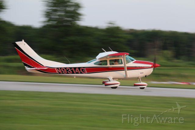 Cessna Skylane (N9314G) - Landing on 26 at 05C
